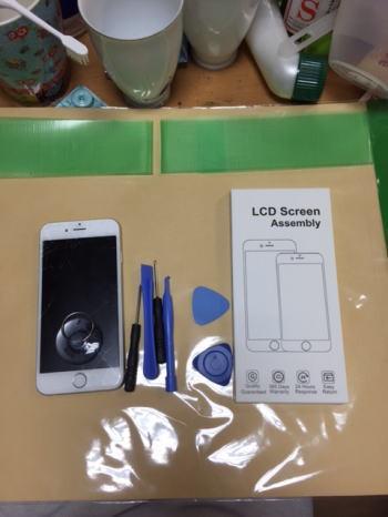 iPhone6の割れたガラス(フロントパネル)交換