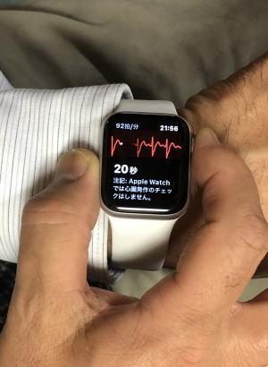 『1』のアイコン(心電図アプリ)をタップすると約20秒で心電図が測定できます