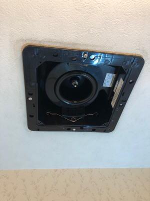 新しい換気扇『VF-C22KC1』の本体を取り付けたところ